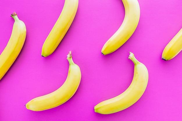 Vista superior de deliciosas bananas frescas