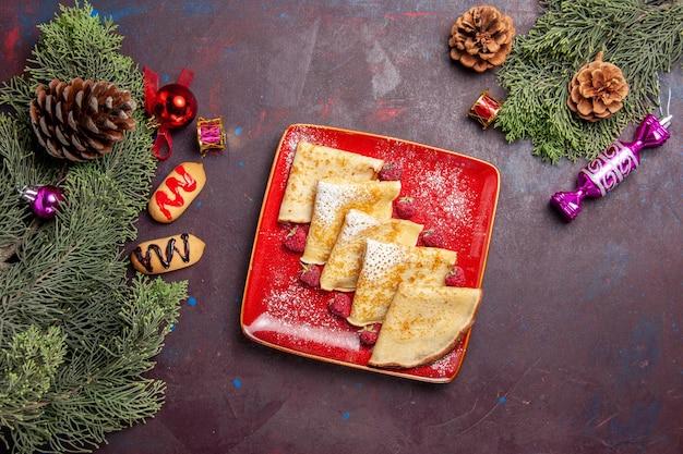 Vista superior de deliciosas panquecas doces com framboesas no preto