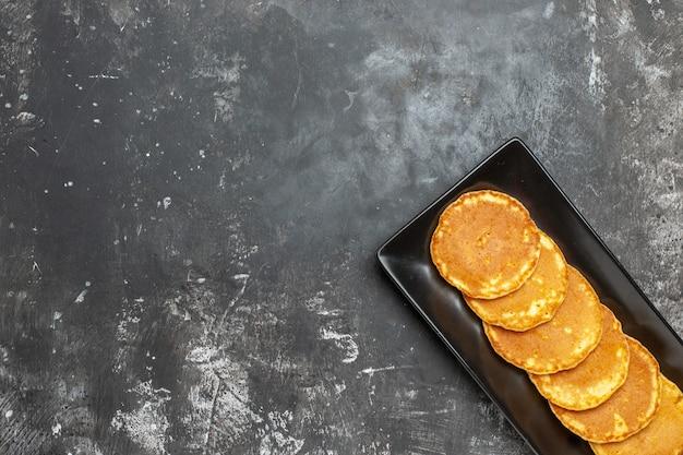 Vista superior de deliciosas panquecas no prato