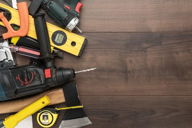Vista superior de diferentes ferramentas de bricolagem para construção