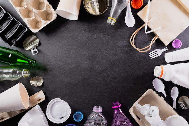 Vista superior de diferentes materiais de lixo