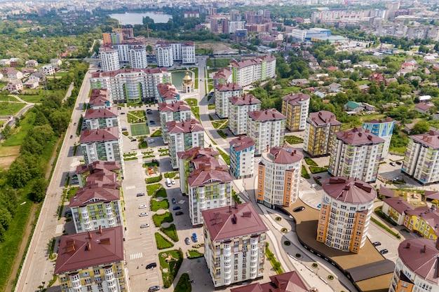 Vista superior de edifícios altos de apartamentos ou escritórios