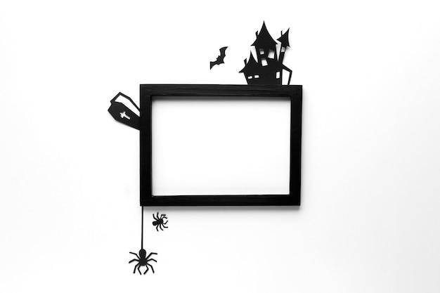 Vista superior de elementos de halloween com moldura