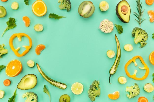 Vista superior de espaço de cópia de legumes e frutas