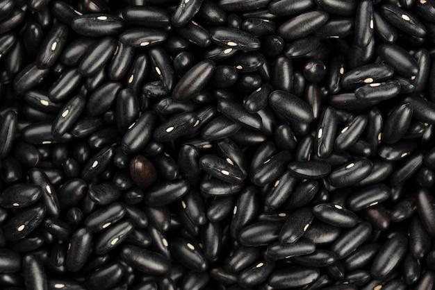 Vista superior de feijão preto brilhante