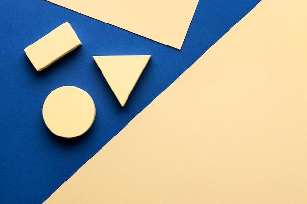 Vista superior de figuras geométricas com espaço de cópia