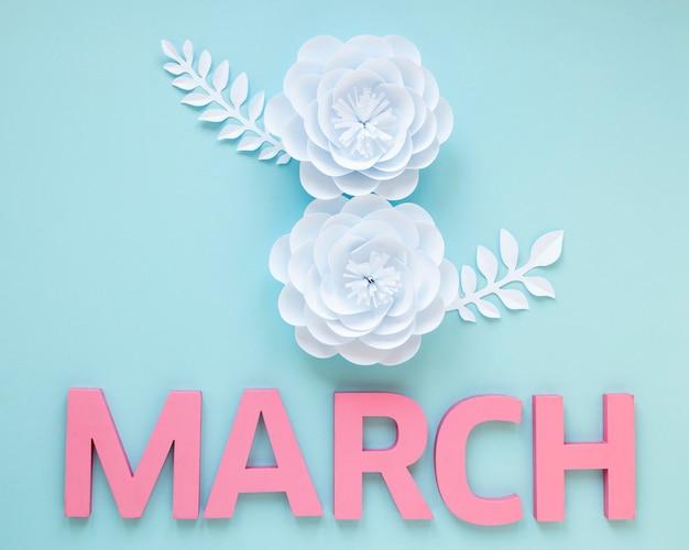 Vista superior de flores de papel com mês para o dia da mulher