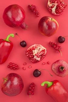 Vista superior de frutas com pimentão