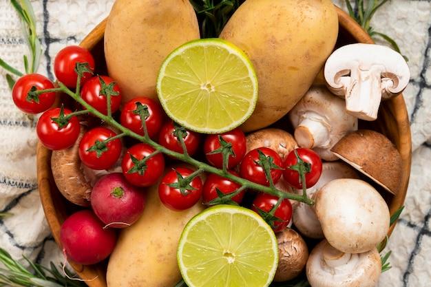Vista superior de frutas e legumes