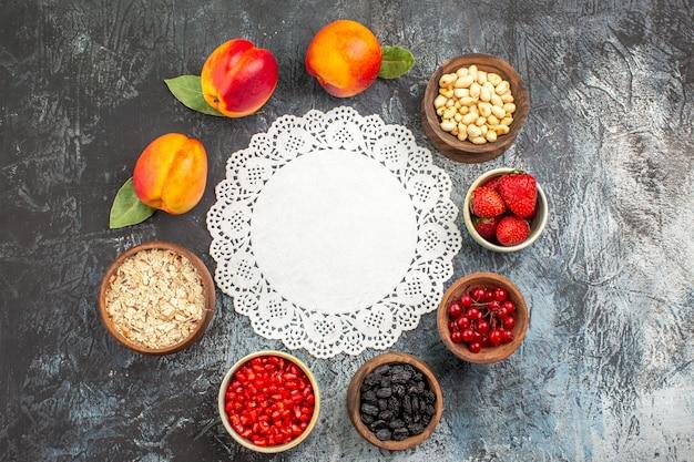 Vista superior de frutas maduras de pêssegos frescos