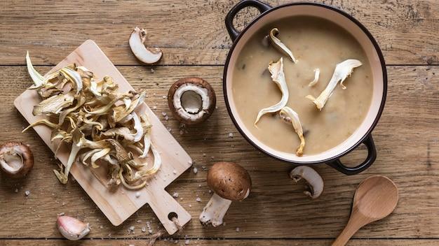 Vista superior de ingredientes alimentares com sopa