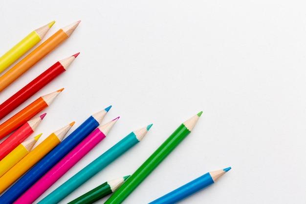 Vista superior de lápis coloridos