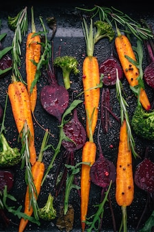 Vista superior de legumes para assar