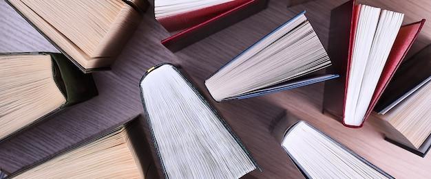 Vista superior de livros