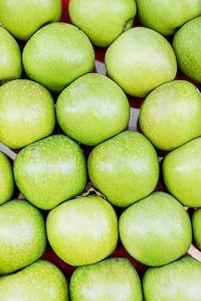 Vista superior de maçãs frescas verdes