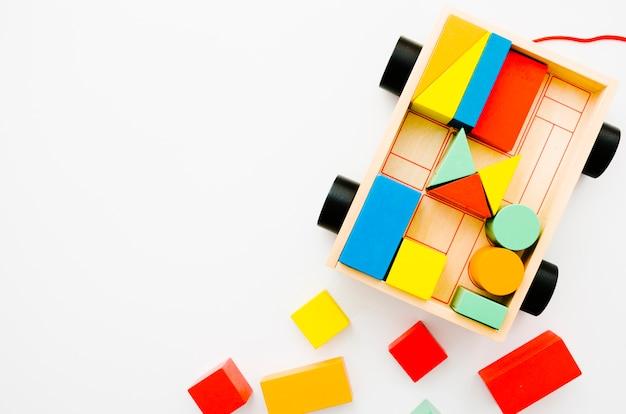 Vista superior de madeira crianças brinquedos com espaço de cópia