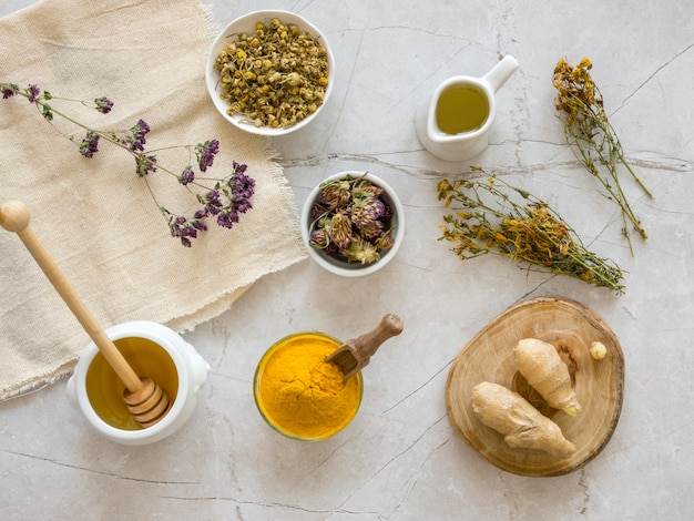 Vista superior de medicamentos orgânicos com gengibre