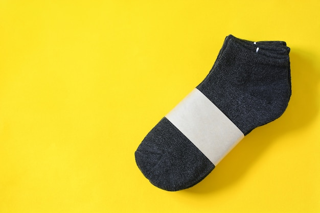 Vista superior de meias cinza escuras