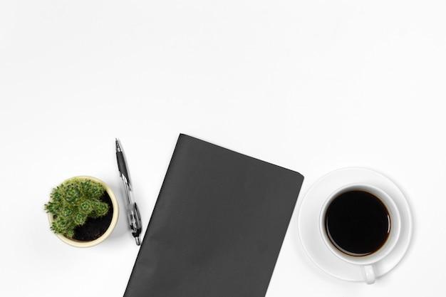 Vista superior de mesa de escritório em branco com copyspace
