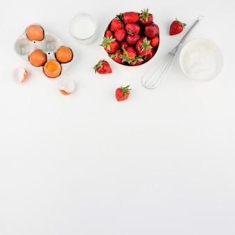 Vista superior de morangos com espaço de cópia