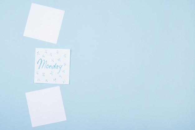 Vista superior de notas adesivas com franzido e espaço de cópia