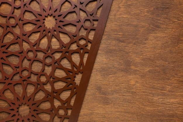 Vista superior de objetos decorativos islâmicos de ano novo feitos de madeira