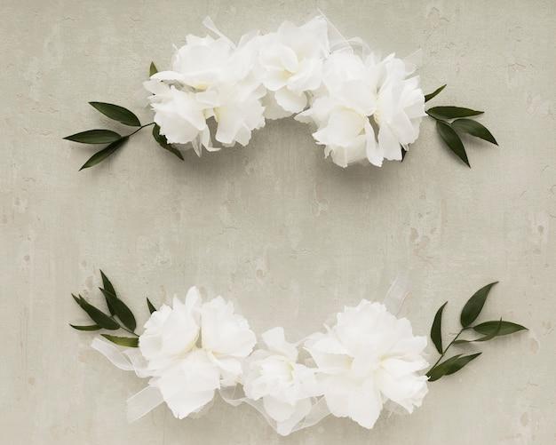 Vista superior de ornamentos florais para casamento