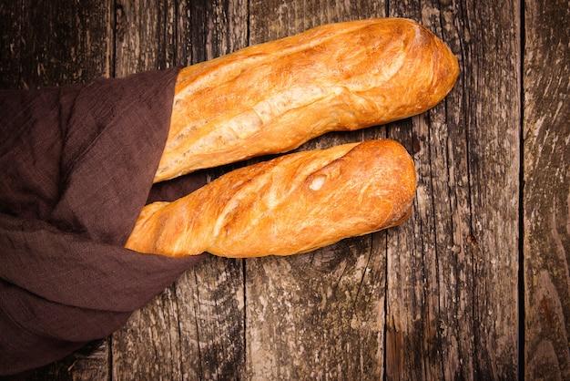 Vista superior de pães franceses baguete