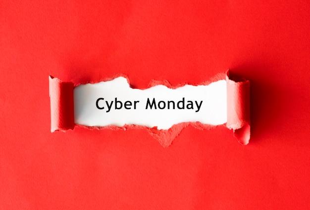 Vista superior de papel rasgado para promoção cibernética de segunda-feira