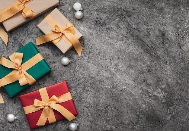 Vista superior de presentes de natal com espaço de cópia