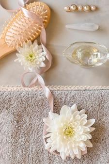 Vista superior de produtos cosméticos para cuidados com os cabelos