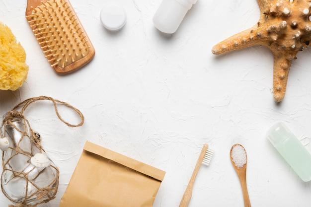 Vista superior de produtos de higiene corporal