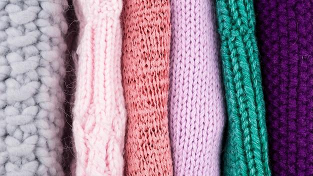 Vista superior de roupas coloridas