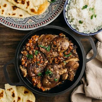 Vista superior de saboroso prato paquistanês