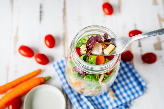 Vista superior, de, salada saudável, em, um, jarro