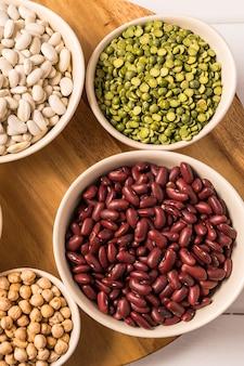 Vista superior, de, sortimento, de, ervilhas, lentilhas, feijões, e, legumes, branco