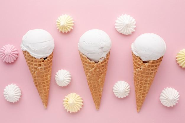 Vista superior de sorvete de baunilha
