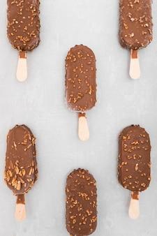 Vista superior de sorvete de chocolate