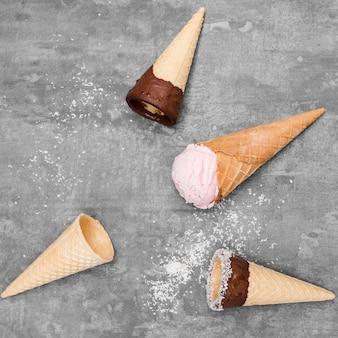 Vista superior de sorvetes na mesa