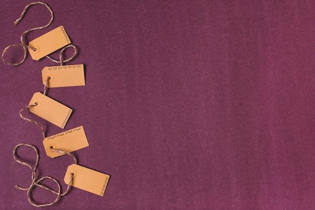 Vista superior de tags com espaço de cópia
