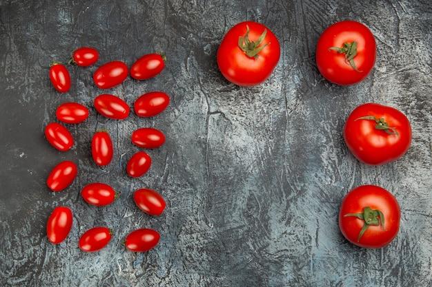 Vista superior de tomates vermelhos frescos