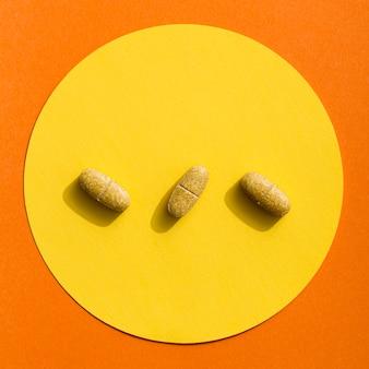 Vista superior de três comprimidos