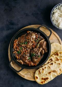 Vista superior de um delicioso prato paquistanês