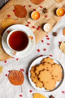 Vista superior de uma acolhedora festa de chá caseira