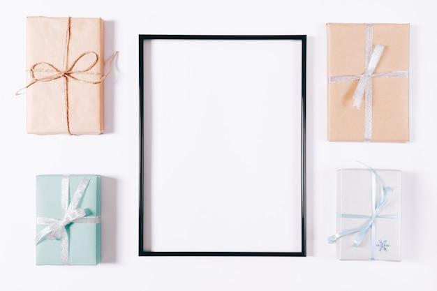 Vista superior de uma caixa com presentes