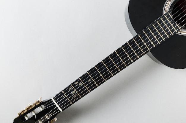 Vista superior de uma guitarra