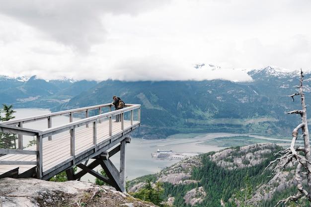 Vista superior de uma montanha deslumbrante