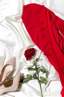 Vista superior de uma roupa feminina o conceito de um blog de moda