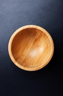 Vista superior de uma tigela de madeira vazia