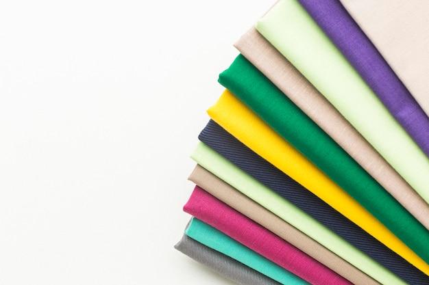 Vista superior de uma variedade de tecidos